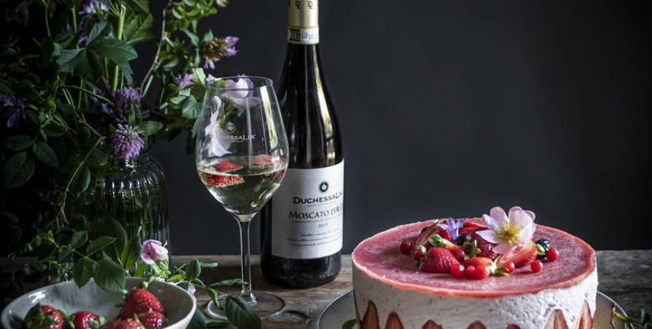Strawberry Mousse Cake With Moscato D'asti Docg Gelèe